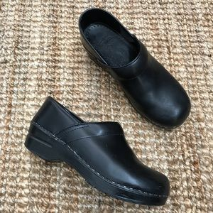 Dansko Clogs Black Shoes Leather 39 Women's EUC 9